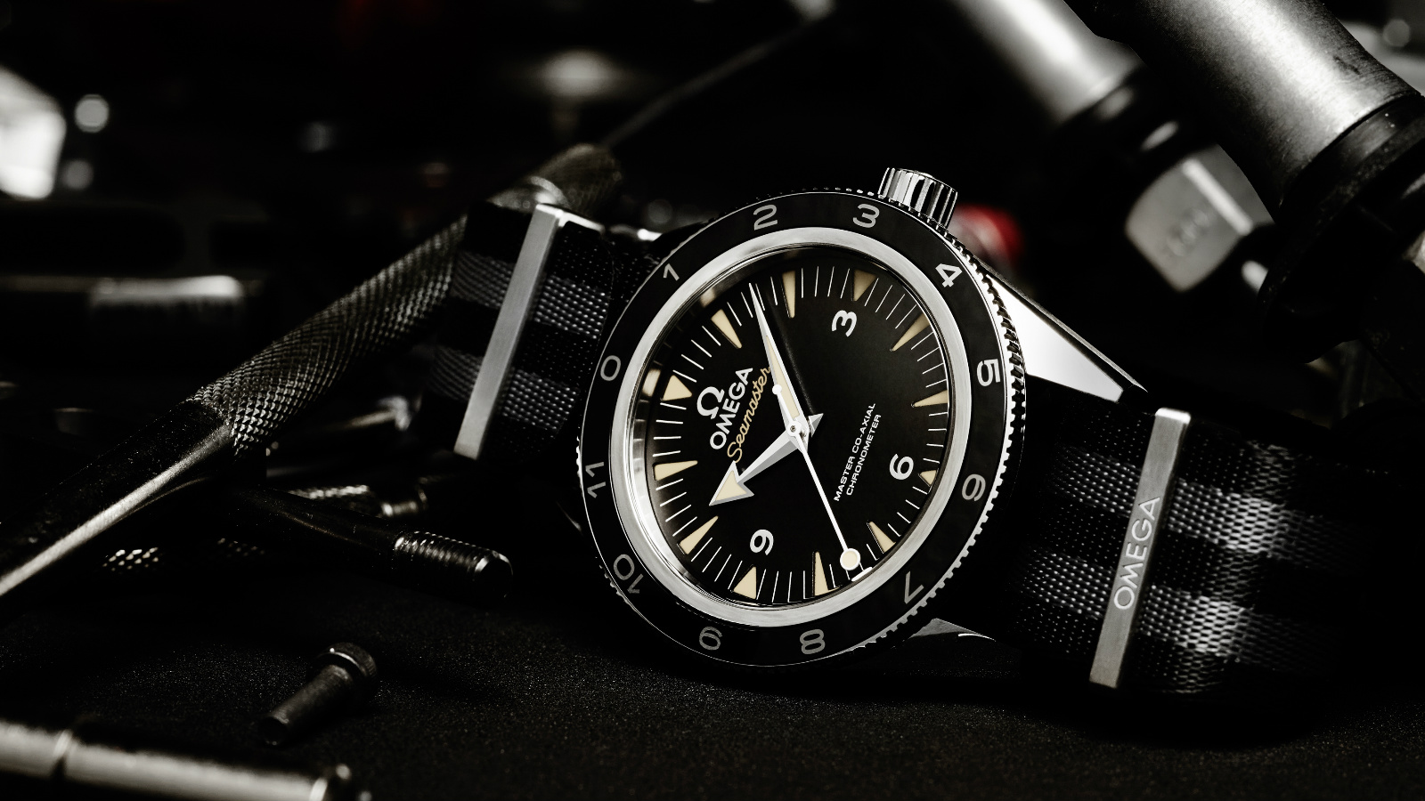 OMEGA_Seamaster 300 SPECTRE Limited Edition_Lifestyle_3_1600x900