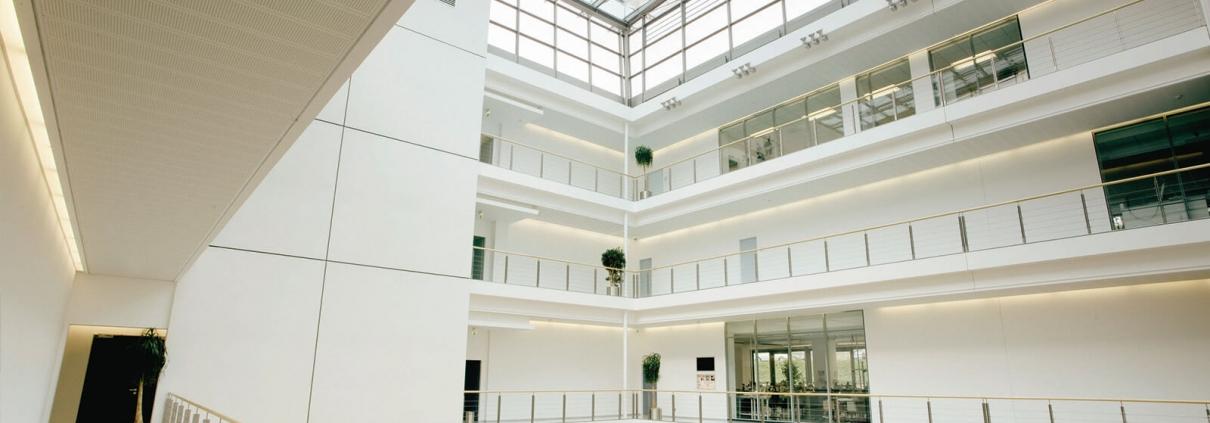 Modernes Gebäude der Manufaktur GLASHÜTTE ORIGINAL in Glashüttte (BRD)