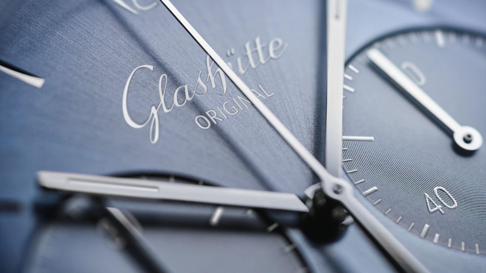 GLASHÜTTE ORIGINAL Sixties Chronograph Jahresedition 2020 mit gletscherblauem Zifferblatt