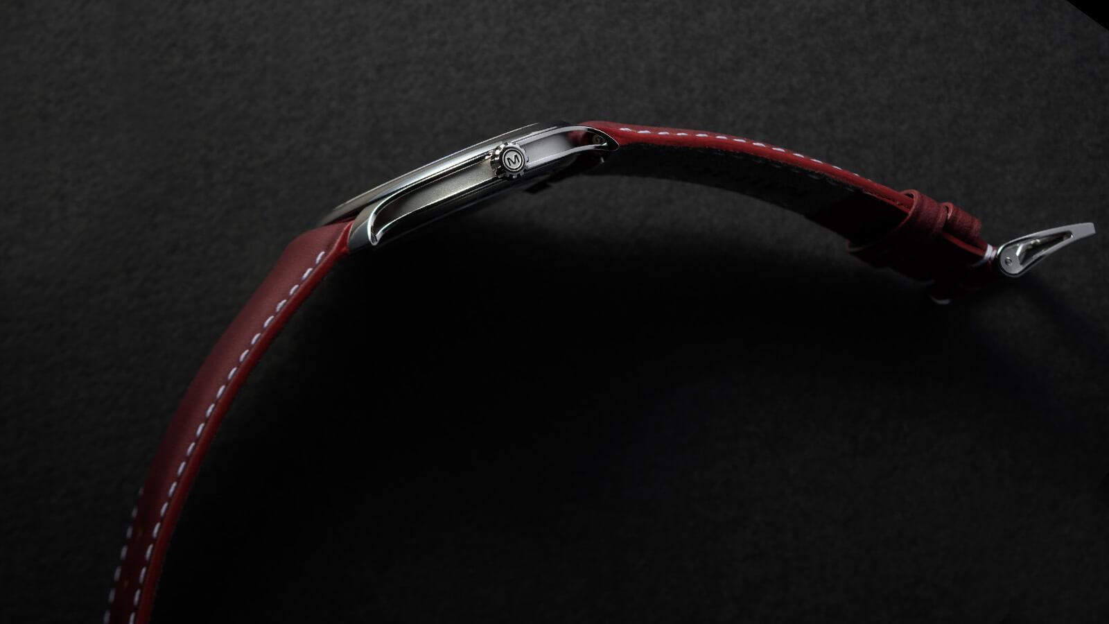 Seitenansicht der MING 27.01 von MING mit lediglich 6,9mm Höhe