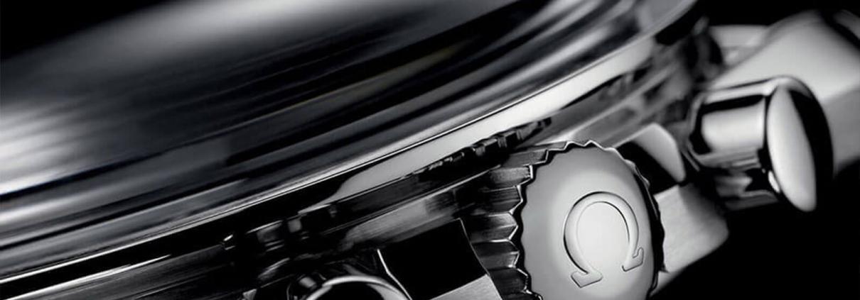 Details der Drücker und der Krone bei der OMEGA Speedmaster Moonwatch Professional