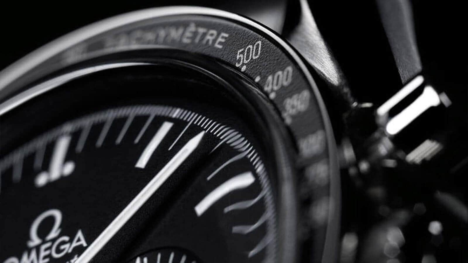 Detail vom Zifferblatt der OMEGA Speedmaster Moonwatch Professional