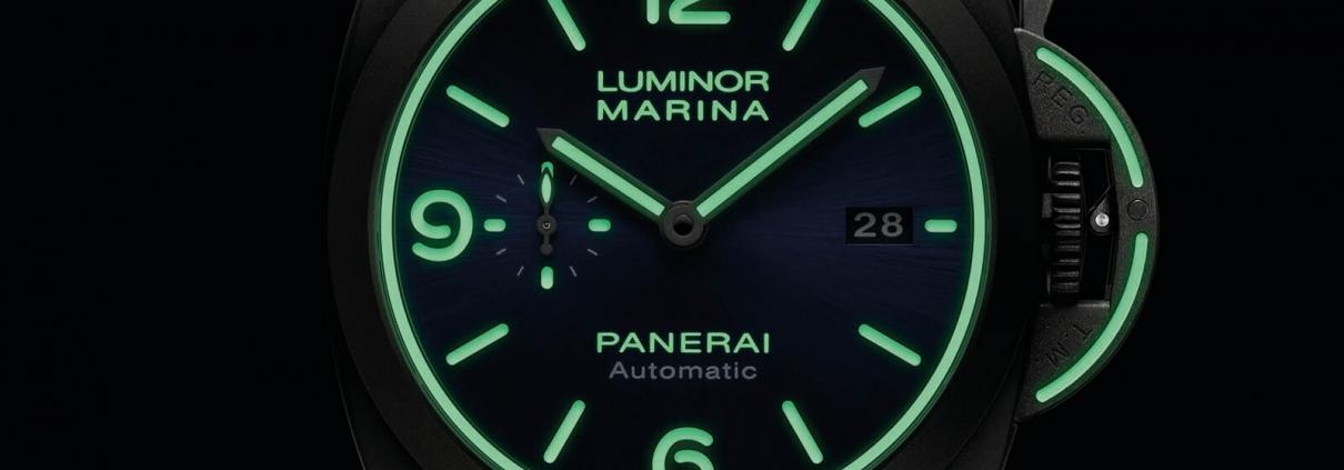 Beeindruckende Leuchtkraft der Super-LumiNova bei der OFFICINE PANERAI Luminor Marina Titanio PAM01117