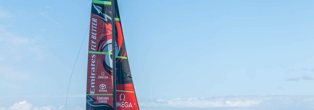 """Das Boot der Klasse AC75 mit dem Namen """"Te AIhe"""", das aus dem Maori übersetzt Delphin bedeutet."""