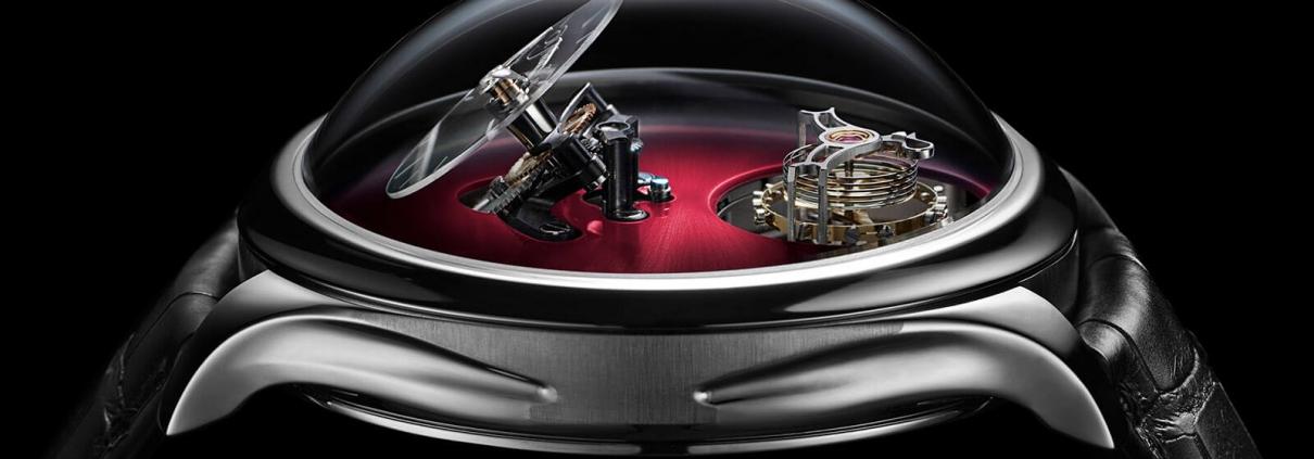 Detailansicht des Endeavour Cylindrical Tourbillon aus der Kooperation von H. Moser und MB&F mit dem hohen und gewölbten Saphirglas