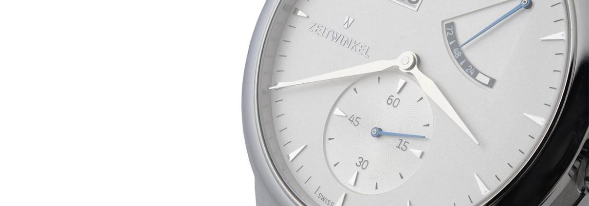 ZEITWINKEL Model 273° mit Großdatum, retrograder Anzeige der Ganreserve und kleiner Sekunde bei 6 Uhr mit silbernem Zifferblatt