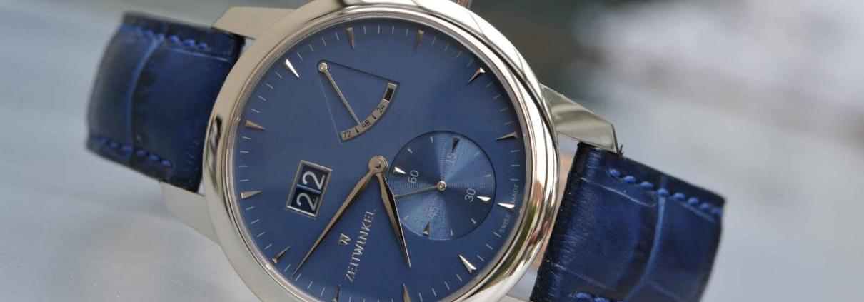ZEITWINKEL Model 273° mit Großdatum, retrograder Anzeige der Gangreserve und kleiner Sekunde bei 6 Uhr mit blauem Zifferblatt und dazu passendem blauen Lederarmband