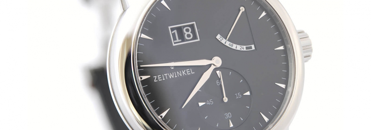 ZEITWINKEL Model 273° mit Großdatum, retrograder Anzeige der Gangreserve und kleiner Sekunde bei 6 Uhr mit schwarzem Zifferblatt