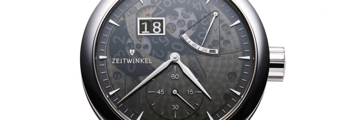 ZEITWINKEL Model 273° mit Großdatum, retrograder Anzeige der Gangreserve und kleiner Sekunde bei 6 Uhr mit Saphir fumé Zifferblatt