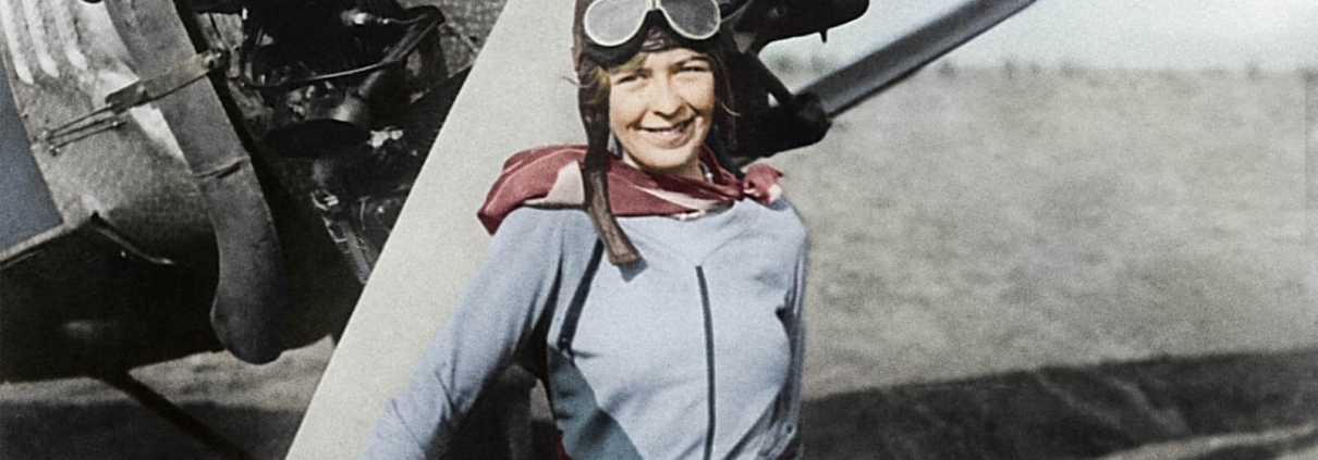 Elinor Smith, eine Luftfahrt Pionierin, die bei ihren Luftfahrt Abenteuern eine Uhr von Longines am Arm trug