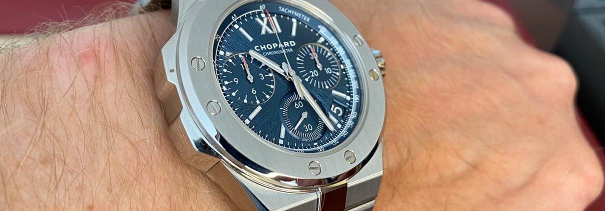 Seitliche Ansicht des Alpine Eagle XL Chrono von Chopard
