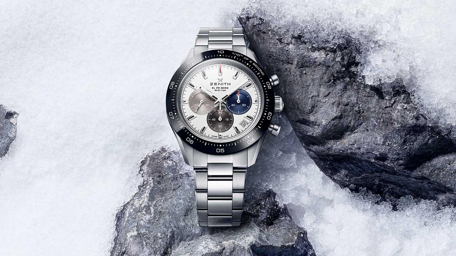 ZENITH Chronomaster Sport umgeben von Schnee und Gestein